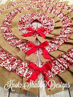Beautiful burlap and red damask ruffled tree skirt. Want!
