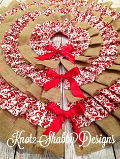 Beautiful burlap and red damask ruffled tree skirt. Want!