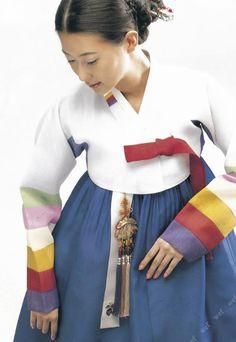 Korean traditional dress by Kyung Lim Hanbok Korean Hanbok, Korean Dress, Korean Outfits, Korean Traditional Dress, Traditional Fashion, Traditional Dresses, Korean Art, Korean Style, Fashion Week 2015