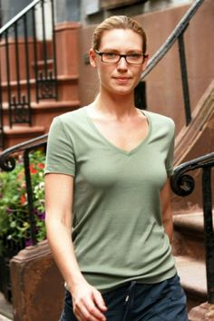Anna Torv, so adorable with glasses!