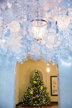 1000 Images About Holiday Decor In Veranda On Pinterest Holiday Decorating Verandas And