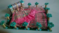 Indian Wedding Gifts, Creative Wedding Gifts, Desi Wedding Decor, Wedding Crafts, Bridal Gift Wrapping Ideas, Wedding Gift Baskets, Wedding Gift Boxes, Engagement Decorations, Diy Wedding Decorations
