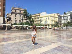 Plaza de la virgen de los desamparados 😇 Valencia