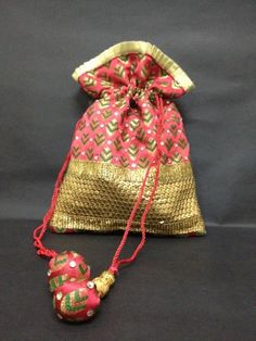 Jackpot india: wedding favor bags from india my favorite handbags идеи. Indian Wedding Favors, Wedding Favors Cheap, Wedding Favor Bags, India Wedding, Goodie Bags, Gift Bags, Trousseau Packing, Potli Bags, Ethnic Bag