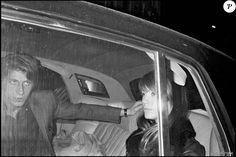 Archives - Jacques Dutronc et Françoise Hardy sortant de chez Castel.