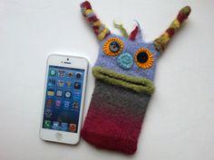 """Smartphone Monster """"Bella"""" Handytasche, Monster, Samsung Galaxy S 5 mini, iPhone 4s, Tasche, Filz, Hülle, gestrickt, gefilzt von KnittysMonster auf Etsy"""
