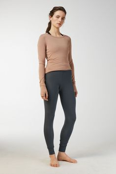 Cut from a lustrous and stretchy single jersey fabric of soft modal fibres, these yoga trousers have a relaxed fit. Detailed with a comfortably wide waistb