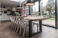 Omdat iedereen andere eisen stelt aan een eettafel en we allemaal wat anders mooi vinden. Zwaar Tafelen biedt tafels op maat. Stoere houten tafels van prachtig eikenhout voor in huis...