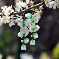 Třešeň+jako+z+porcelánu+-+náušnice+z+PET+lahví+Náušnice+jsou+lehoučké+a+na+denním+světle+ještě+víc+ožívají,+vypadají+jako+porcelánové.+Pestíky+jsou+též+vyrobené+z+PET+lahví.+Hlavní+květy+jsou+složené+až+z+5+vrstev+ručně+vystřižených+květů+(včetně+listů+a+pestíku)+a+poupátka+ze+tří.+Délka+9+cm+od+zavěšení.+(Na+přání+vyměním+háček+za+háček... Plants, Flora, Plant