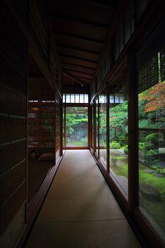 素敵な空間で休憩時間(^^) 訪れたのは下鴨にある「茶寮 宝泉」さん。 店内へと入っていきます。 お店の方の丁寧な応対で部屋...