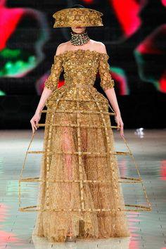 Alexander McQueen - Pasarela futuristic gown dress