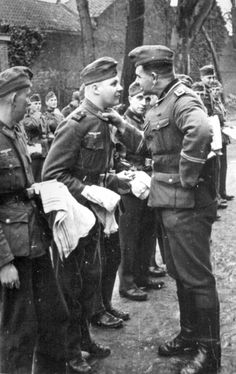 Oberfeldwebel, Hauptfeldwebel of the Wehrmacht company, holds a morning check of the soldiers.