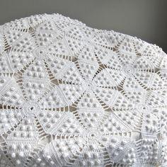Vintage crocheté couvre-lit coton blanc par BarkingSandsVintage                                                                                                                                                                                 Plus