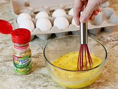 Eggs are whisked together with a sprinkle of Perfect Pinch® Salt Free Garlic and Herb Seasoning Blend before scrambling. No Sodium Foods, Low Sodium Diet, Sodium Intake, Low Salt Recipes, Low Sodium Recipes, Cooking Recipes, Davita Recipes, Pumpkin Vegetable, Greek Salad Pasta