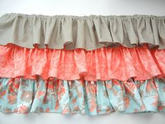Create an adorable skirt with our Three Layer Ruffled Baby Skirt tutorial. This skirt is perfect for beginners and the ruffles are so cute! Crib Bed Skirt, Crib Skirts, Baby Girl Skirts, Baby Skirt, Crib Skirt Tutorial, Diy 2019, Ribbon Retreat, Diy Crib, Cama Box