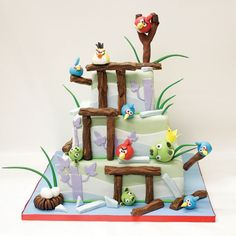 Check out this Angry Birds themed groom's cake! Cool Cake Designs, Wedding Cake Designs, Wedding Cake Toppers, Wedding Cakes, Wedding Ideas, Wedding Planning, Wedding Inspiration, Cute Cakes, Pretty Cakes