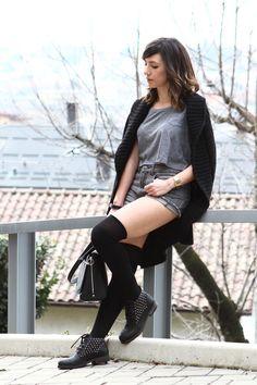 Shorts a vita alta con un paio di stivaletti splendidi - Karen P. 000c67ca6dc