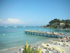 Luxury 2 bed duplex, 100m from Garoupe Beach on Cap d'Antibes, Antibes, France