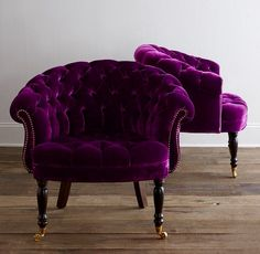 Luscious plum velvet tufted to perfection... yes, please!  ~Splendor