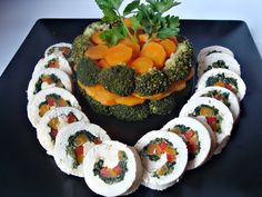 Chicken roulade with vegetables Mini Appetizers, Finger Food Appetizers, Finger Foods, Appetizer Recipes, Romanian Food, Baby Food Recipes, Food And Drink, Chicken, Vegetables