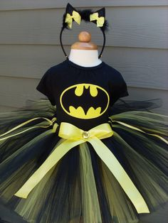 Batman Batgirl Halloween Tutu Costume. I so want to make this for my lil girl who loves Batman!!