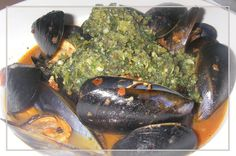 Keswick Island Guest House: Green lipped NZ mussells gazwah in a broth of chilli, olive oil, garlic, anchovies, capers, tomato paste, fish stock, wine, peeled tomatoes, saffron & pepper, topped with a delicious macadamia gremolata.
