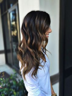 Hair color, brunette with Highlights. View similar hairstyle pins: https://www.pinterest.com/meaghanalvarado/hairmakeupnails/