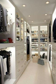 Walk-in Closet.What a clean chic! Walk-in Closet.What a clean chic! Walk-in closet with dust-proof glass doors. Walking Closet, Walking Wardrobe Ideas, Container Store Closet, Sweet Home, Master Bedroom Closet, Master Suite, Bedroom Closets, Wardrobe Room, Rich Girl Bedroom