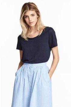 H&M Top a maniche corte in jersey di lino. Scollo ampio, bordo inferiore arrotondato. €14,99