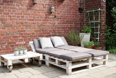 ᐅ Gartenmöbel aus Paletten ᐅ Palettenmöbel Garten Garden loungers deck-garden furniture made of europallets on the terrace