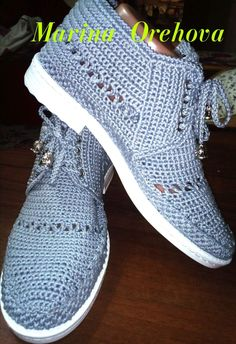 ФАБРИКА - вязание обуви. — Foto | OK.RU Crochet Boots Pattern, Shoe Pattern, Crochet Flower Patterns, Crochet Slippers, Crochet Flip Flops, Girls With Cameras, Crochet Sandals, Socks And Sandals, Knit Shoes