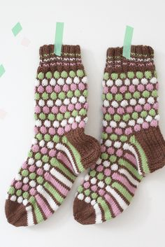 Franska pastiller-strumpor i Novita 7 Bröder Wool Socks, Knitting Socks, Hand Knitting, Knitting Designs, Knitting Projects, Knitting Patterns, Crochet Socks Pattern, Knit Crochet, Little Cotton Rabbits