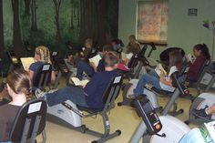 A primary school in the US has replaced all of its desks with exercise bikes so its students can ride while they read. Not only has it solved the health problem of sitting down all day, it's actually having a significant effect on how they learn School Fun, Primary School, School Stuff, School Ideas, Physical Science, Physical Activities, Social Challenges, Chemistry Teacher, Science Articles
