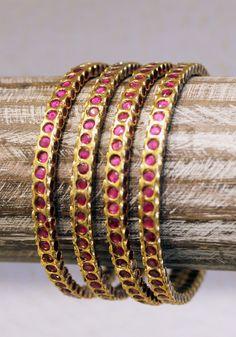 Jewelry Design Earrings, Pendant Jewelry, Jewelry Art, Gold Jewelry, Beaded Jewelry, Jewellery, Royal Jewelry, Indian Jewelry, Gold Bangles Design