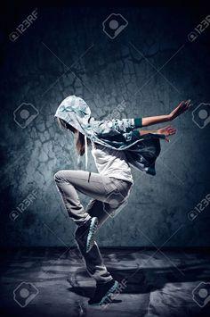 Urbaine Danseur Hip-hop Avec Mur Grunge Texture De Fond En Béton Sauter Et Danser Avec Capuche Banque D'Images Et Photos Libres De Droits. Image 16437027.