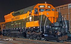 "GN 400 ""Hustle Muscle"" night photo"