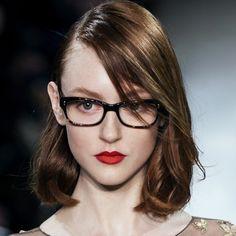 Óculos são acessório fashion além de instrumento de visão (Foto: ImaxTree)
