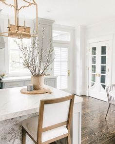 Give me all the buckets of blooming branches these days! My absolute favorite thing to bring home. What a way to welcome spring inside and… Beautiful Kitchens, Cool Kitchens, Home Decor Kitchen, Kitchen Design, Home Renovation, Interior Design Living Room, Kitchen Remodel, New Homes, Sweet Home