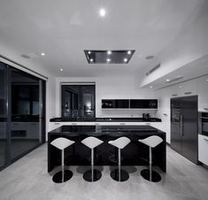 House Colonnade / Atelier Mario Martins