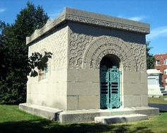 Getty Mausoleum (Louis Sullivan) - Picture of Graceland Cemetery ...