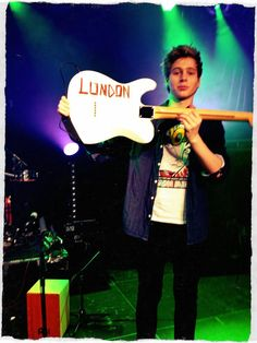 I hate to say it Luke Hemmings but London is spelt with an O not a U honey but we still love you even if you cant spell