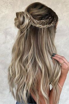 Unique Braided Hairstyles, Bun Hairstyles For Long Hair, Winter Hairstyles, Elegant Hairstyles, Hairstyle Ideas, Hairstyles For Dances, Half Up Half Down Hairstyles, Half Updo, Gorgeous Hairstyles