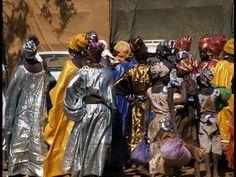 """VIDEO: """"La vida cotidiana en un poblado de África"""" Christopher Roy"""