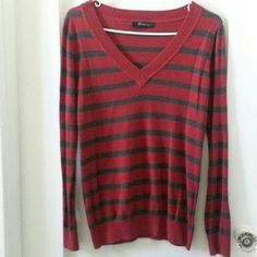 I just discovered this while shopping on Poshmark: Stripe Long Sleeve Sweater Top. Check it out!  Size: M