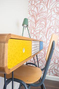 De kinderslaapkamers mocht ik voorzien van een compleet interieuradvies. Wat inhoudt dat ik van sfeer tot productkeuzes het interieur heb mogen vormgeven. Onwijs leuk om te doen! Ook voor de kleedruimte mocht ik meubels op maat ontworpen en een advies geven voor kleuren en materialen. Interieurontwerp: Laura Hindriks Fotografie: Angeline Dobber Chair, Furniture, Home Decor, Decoration Home, Room Decor, Home Furnishings, Stool, Home Interior Design, Chairs