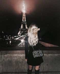 Adding Parisian vacation to our Christmas list. We promise weve been good this year! Adding Parisian vacation to our Christmas list. We promise weve been good this year! Disney Instagram, Instagram Girls, Photography Poses, Fashion Photography, Look Fashion, 90s Fashion, Fashion Stores, Fashion Clothes, Paris Fashion