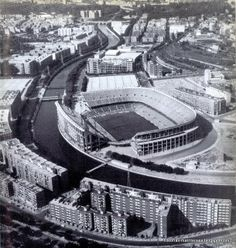 Estadio Vicente Calderón o Manzanares, finales de los años 60. Foto Madrid, Real Madrid, Baseball Park, Sports Stadium, Antoine Griezmann, Football Stadiums, Types Of Photography, Old Pictures, Valencia