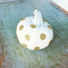 Pin for Later: 35+ Ways to Decorate Pumpkins Without Carving Glitter Accents A completely shimmered pumpkin may not be your style, but using glitter for accents (like dots or stripes) is tasteful and easy.
