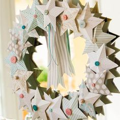 Un recibidor muy luminoso vestido de Navidad