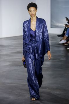 Gabriela Hearst Spring 2019 Ready-to-Wear Fashion Show Collection: See the complete Gabriela Hearst Spring 2019 Ready-to-Wear collection. Look 26 Women's Runway Fashion, Fashion 2018, Blue Fashion, Fashion Trends, Fashion Ideas, Spring Summer Fashion, Autumn Fashion, Winter Typ, Vogue